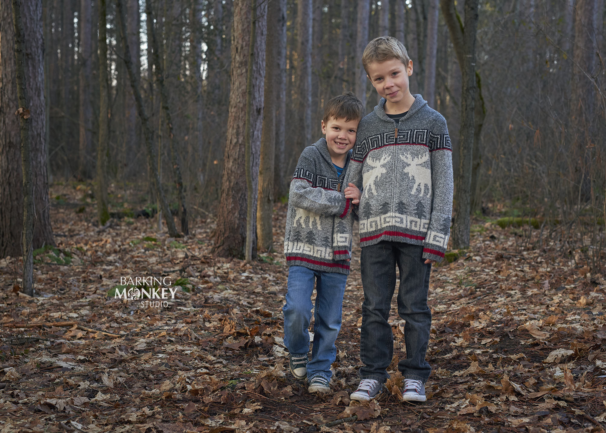 brothers outdoor fall fun family portrait ottawa kemptville